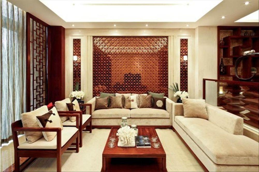 退休老干部装新房——创意沙发背景墙巧借镜面扩空间,中式家装也爱图片
