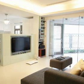 机柜,红酒柜-半高电视墙往右侧延伸出现代感的机柜,红酒柜,让客厅区图片