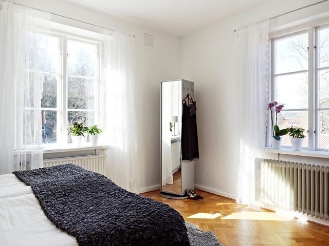 多窗户的明亮109平北欧复式公寓图片