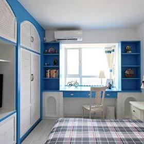 正面看卧室床头背景墙采用纱幔设计,仿若公主床.图片