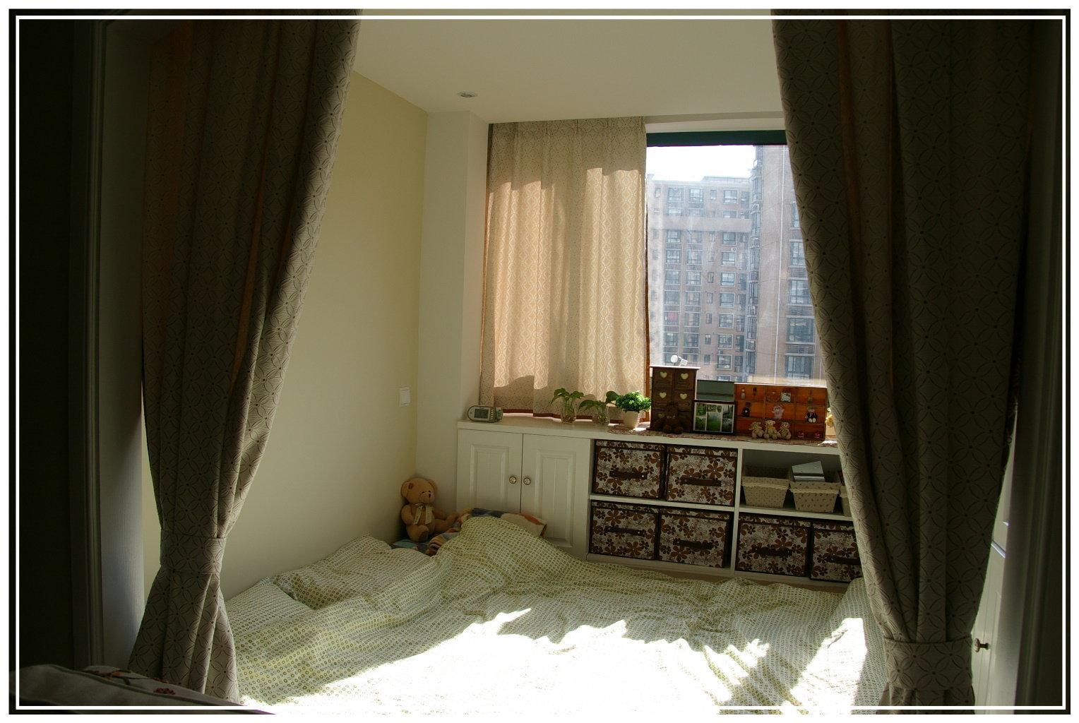 美式装修效果图:阳台华丽变身卧室 75平美式温馨家