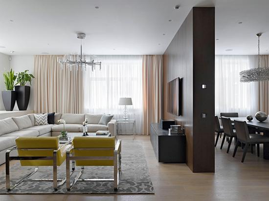 编辑点评:纹理清晰的实木电视墙充满清新质感,与木地板搭配和谐,更