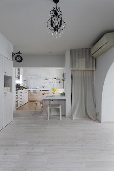 灰色地板搭配墙纸图片