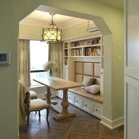 門,儲物柜,墻面是淺綠色搭配  過道上的隱形門,和柜子是一體的  沙發圖片